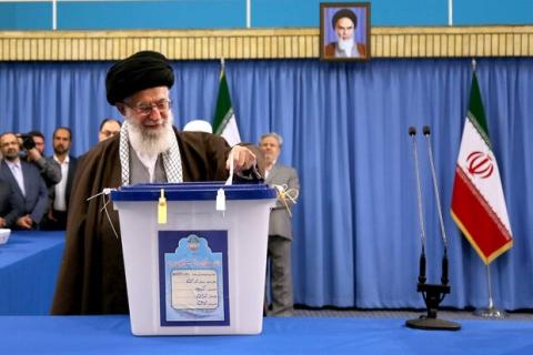 رهبر انقلاب: هر کس به منافع ملی علاقهمند است در انتخابات شرکت میکند