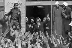 اهداف و ارزشهايی كه انقلاب اسلامی به منظور تحقق آن به وقوع پيوست چيست؟