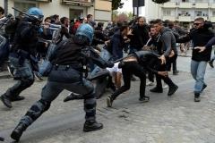 خشنونت و برخورد مسلحانه در مهدد موکراسی